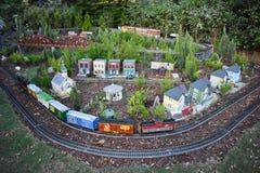 Miniatuurtrein, wegen en mooie kleine villa op Internationaal Aandrijvingsgebied stock foto