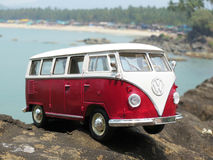 Miniatuurvw Bulli 1962 op het strand Royalty-vrije Stock Foto