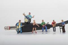 Miniatyr av en rockband som spelar på munspelet Fotografering för Bildbyråer