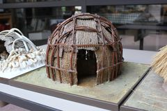 Miniatyr av Hopewell indierhem som visas på det forntida museet för fort arkivfoton