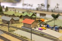 Miniatyr av järnvägsstationen Modell av den retro järnvägstationen Arkivbilder