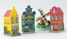 Miniatyrholländsk kanalhus och väderkvarn Fotografering för Bildbyråer