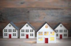 Miniatyrhus som ut står arkivbild