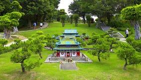 Miniatyrminnes- tempel av jin, porslin Arkivbilder
