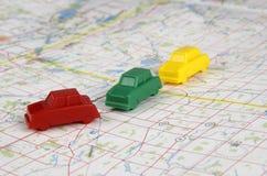 Miniatyrplast- bilar på en översikt Fotografering för Bildbyråer