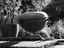 Minibarbecue op het dak van een aak Stock Afbeelding