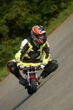 αγόρι που οδηγεί minibike Στοκ Φωτογραφίες