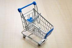 Miniboodschappenwagentje/supermarktkarretje Royalty-vrije Stock Afbeeldingen