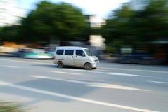 Minibus all'alta velocità Fotografie Stock Libere da Diritti