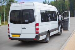 Minibus con una porta aperta Immagini Stock