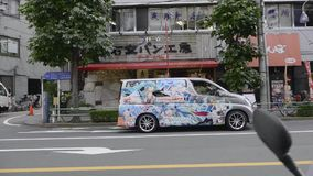 Minibus di Toyota a Tokyo stock footage