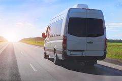 Minibus iść na kraj autostradzie fotografia royalty free