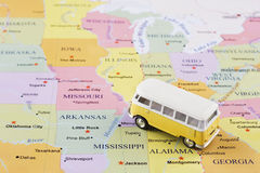 Minibus na mapie fotografia stock