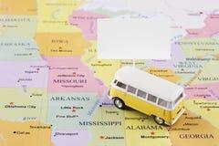 Minibus na mapie zdjęcia stock