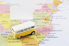 Minibus na mapie obrazy royalty free