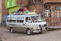 Minibuss i Tiquina, Bolivia Royaltyfria Foton