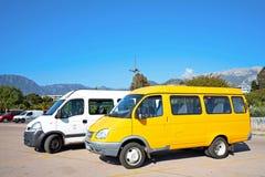 Minibuss på parkeringen Royaltyfri Foto