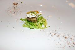 Minicanap met elementen van moleculaire keuken op witte backgroun royalty-vrije stock foto's