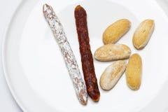 Minichorizo und Miniwurst zum Snack als Aperitif lizenzfreies stockfoto