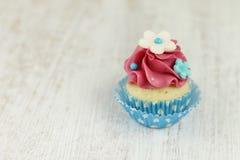 Minicupcake van de vanille en van de framboos Stock Foto