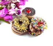 Minidoughnuts met Chocolade op Witte Achtergrond Royalty-vrije Stock Fotografie