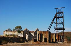 Miniera abbandonata dei fabbricati industriali Fotografie Stock