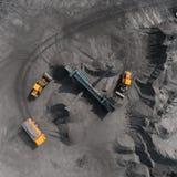 Miniera a cielo aperto, razza che ordina, carbone estraente, industria estrattiva fotografia stock