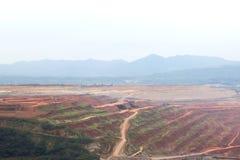Miniera di carbone sul cielo nuvoloso immagini stock libere da diritti