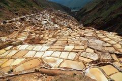 Miniera di sale di Maras nel Perù fotografia stock libera da diritti
