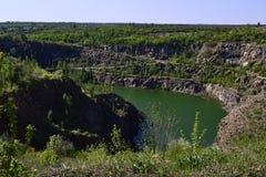 Miniera sommersa abbandonata del granito Fotografia Stock