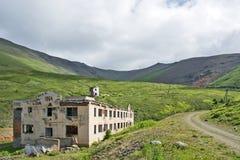 Miniere di costruzione distrutte nelle montagne di Altai Immagini Stock Libere da Diritti