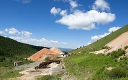 Miniere di costruzione distrutte nelle montagne di Altai Fotografia Stock