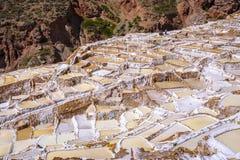 Miniere di sale di Maras nel Perù immagine stock