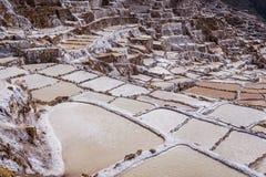 Miniere di sale di Maras nel Perù immagini stock libere da diritti