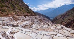 Miniere di sale di Maras nel Perù immagini stock