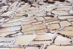 Miniere di sale nella valle sacra delle inche immagine stock libera da diritti