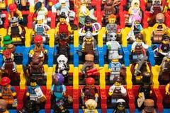 Minifigures de Lego chez Cartoomics 2014 images stock