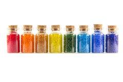 Miniglasflaschen mit Perlen Lizenzfreies Stockbild