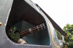 Minigun in Klok uh-1 van de deurhelikopter Iroquois Stock Afbeelding
