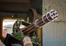 Minigun M134 в Ирокез колокола UH-1 вертолета двери Стоковое Изображение RF