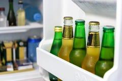Mini Kühlschrank Heineken : Flaschen bier im kühlschrank stockbild bild von fett corpulence