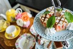 Minikuchen auf Stand lizenzfreie stockbilder