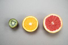 Free Minimal Fruit Background. Top View Of Sliced Citrus Fruits Grap Royalty Free Stock Photos - 113567028