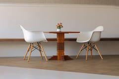 minimales Wohnzimmer und Möbel Stockfoto