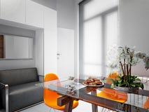 Minimalismo Kitche alta tecnologia di Gray White Urban Contemporary Modern Fotografie Stock