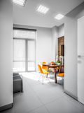 Minimalismo Kitche de alta tecnología de Gray White Urban Contemporary Modern Fotos de archivo libres de regalías