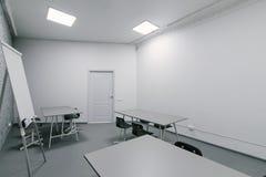 Minimalista, jaskrawy, nowożytny wnętrze w biurze, Wnętrze coworking fotografia stock
