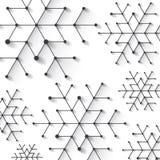 Minimalistic圣诞节雪花 与完全低多冬天题材的背景 免版税库存照片