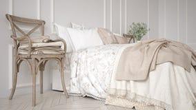 Minimalistic经典卧室,白色室内设计 免版税库存照片