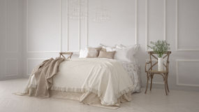 Minimalistic klassiskt sovrum, vit inredesign stock illustrationer